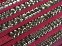 Caratteri in bronzo per presse a caldo